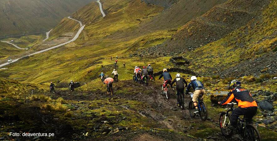 Practique bicicleta de monta+¦a en el Valle Sagrado