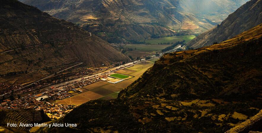 Valle Sagrado de los Incas con Pisac de fondo, ciudad con el mejor sistema de andener+¡a
