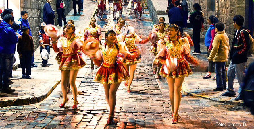 Danzas y comparsas se realizan en la Cruz Velacuy