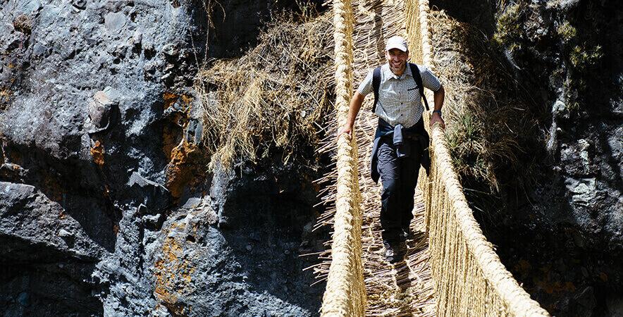 Cruzar puente Queshuachaca