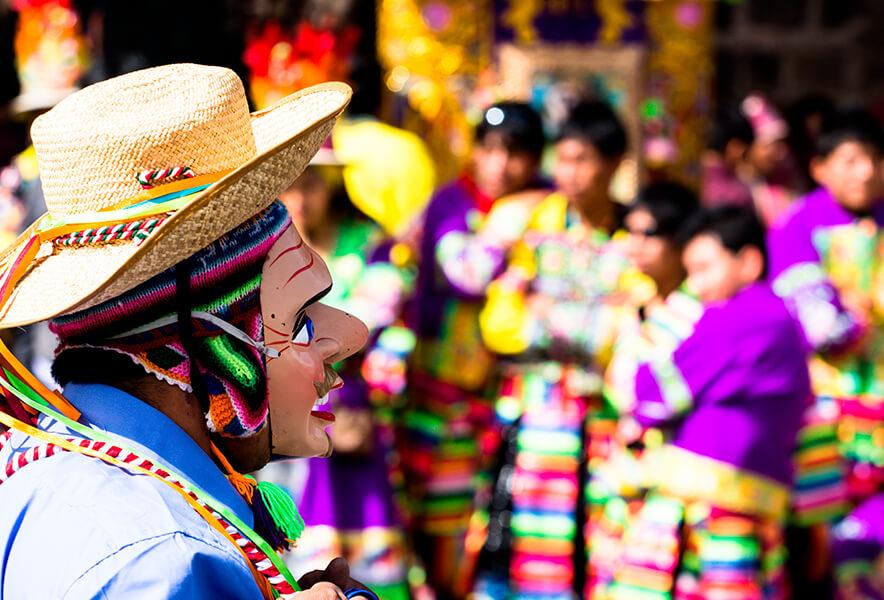 Danzantes en la fiesta de la Virgen del Carmen
